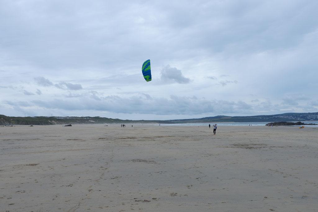 Op de grotere stranden kun je uitstekend vliegeren