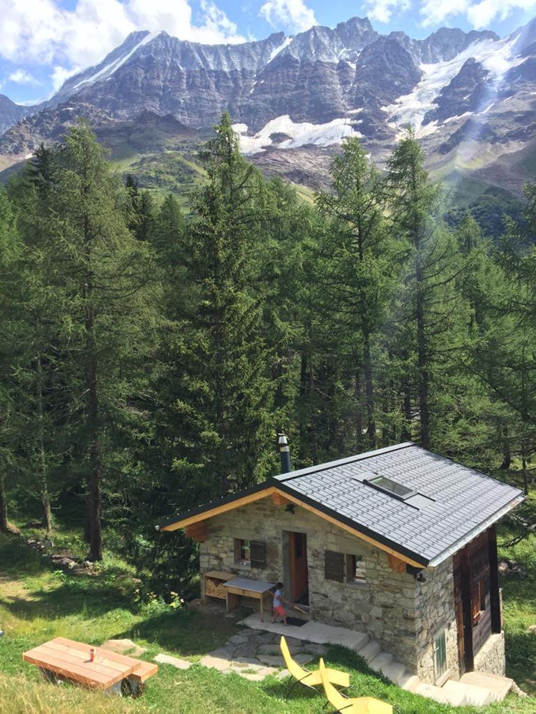 Eerst nog een nachtje slapen in ons idylische berghutje voordat we onze tocht gaan maken door het Lötschental.