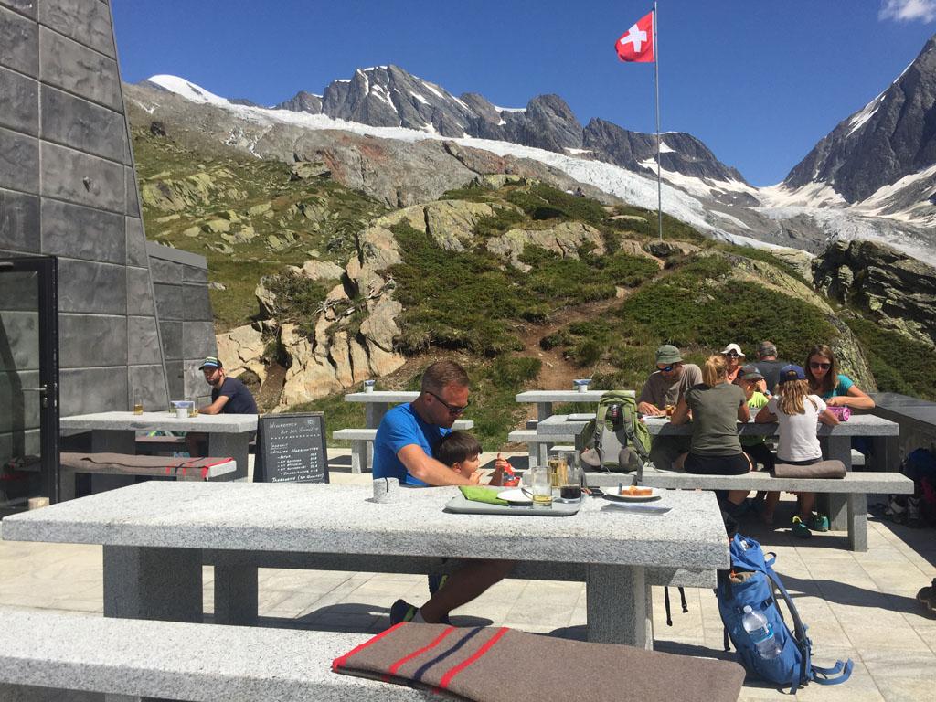 Even uitrusten bij de Anenhütte op 2358 meter hoogte.