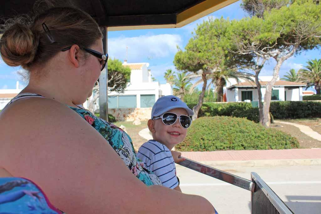 Het toeristentreintje valt in de smaak bij de oudste