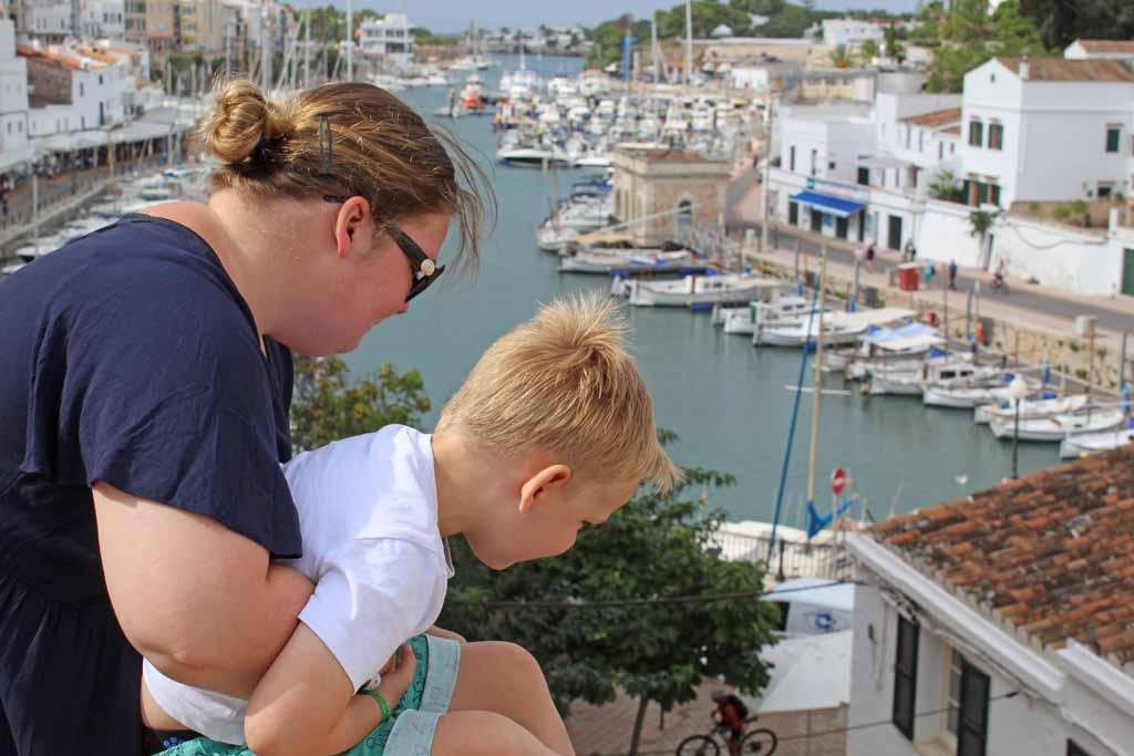 Het uitzicht naar de haven van Ciutadella