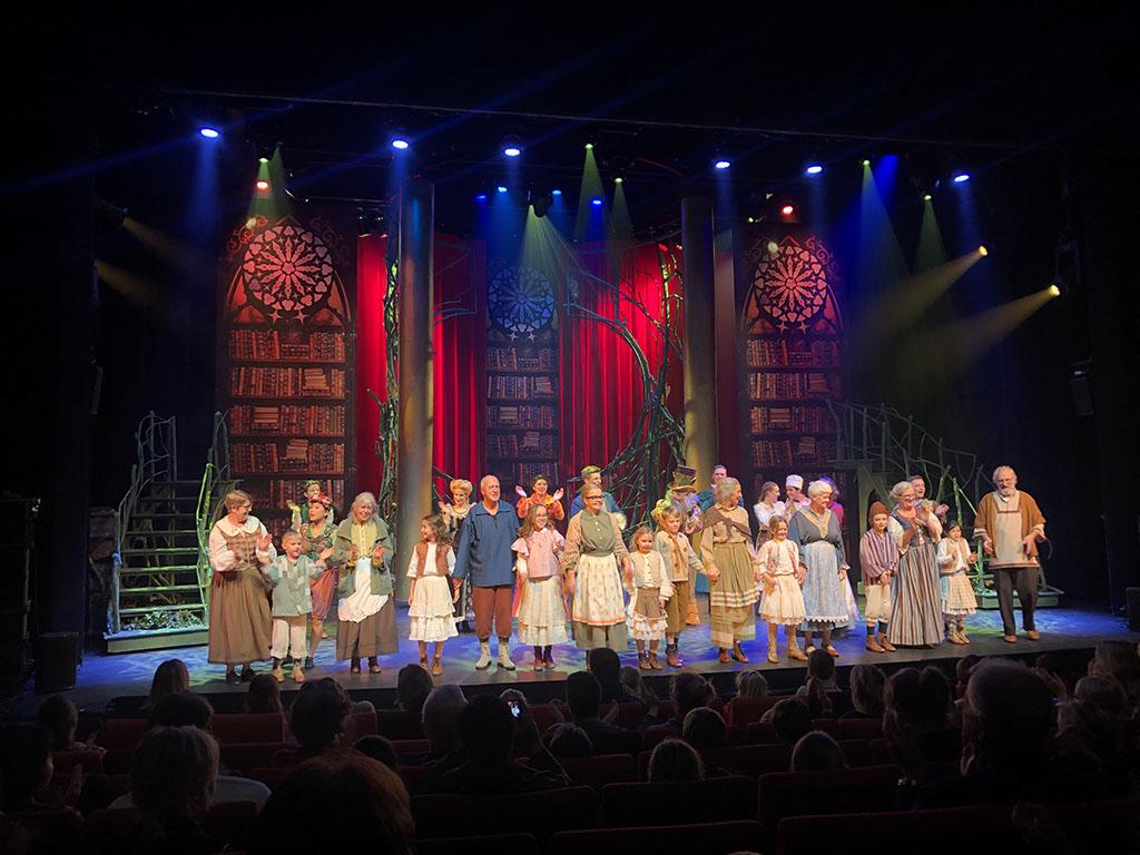 Er spelen opa's en oma's met hun kleinkinderen een bijrol in de musical de Sprookjessprokkelaar