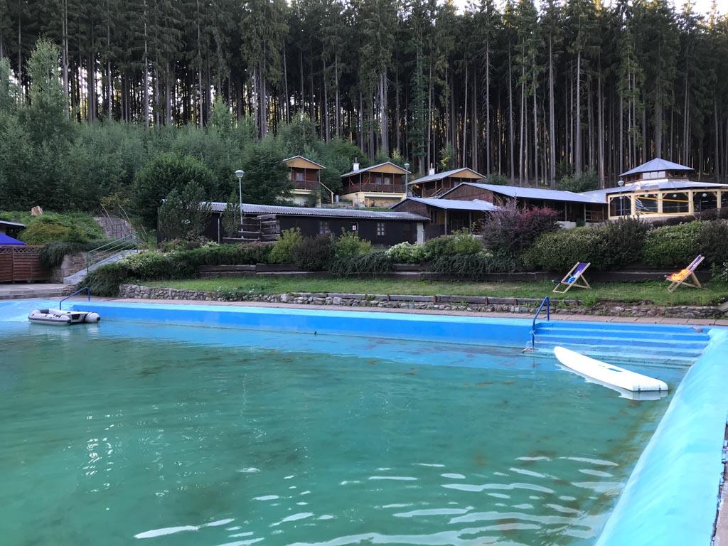Het zwembad is eenvoudig, maar mijn kinderen vermaken zich er prima.