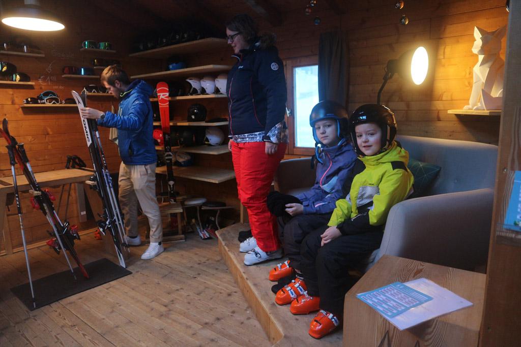 Ons skimateriaal wordt aangemeten.