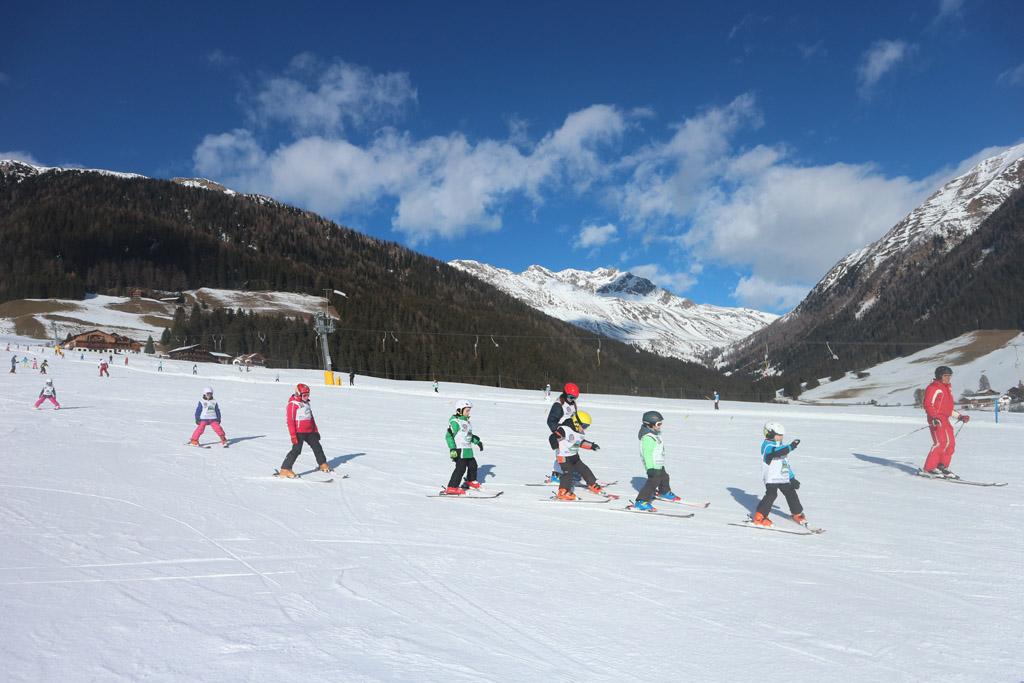 Deze kindjes in een skiklasje zullen ons nog voorbij skiën....
