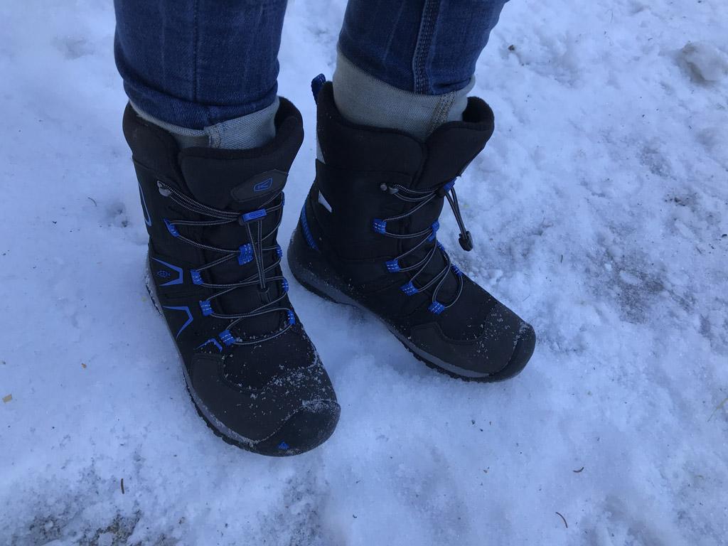 De sneeuwlaarzen - met blauw - van mijn zoon.