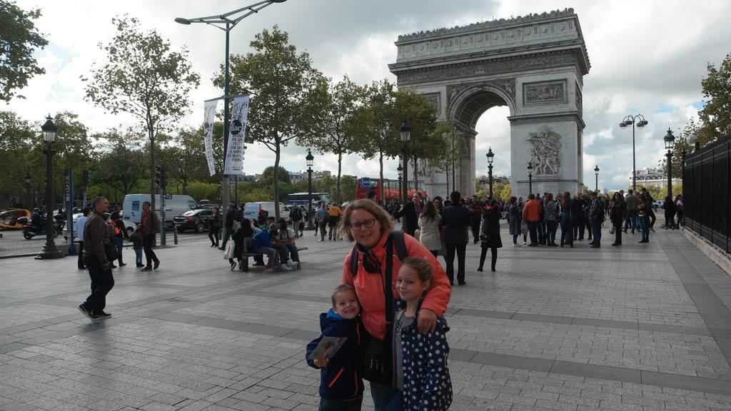 Voor de Arc de Triomphe.
