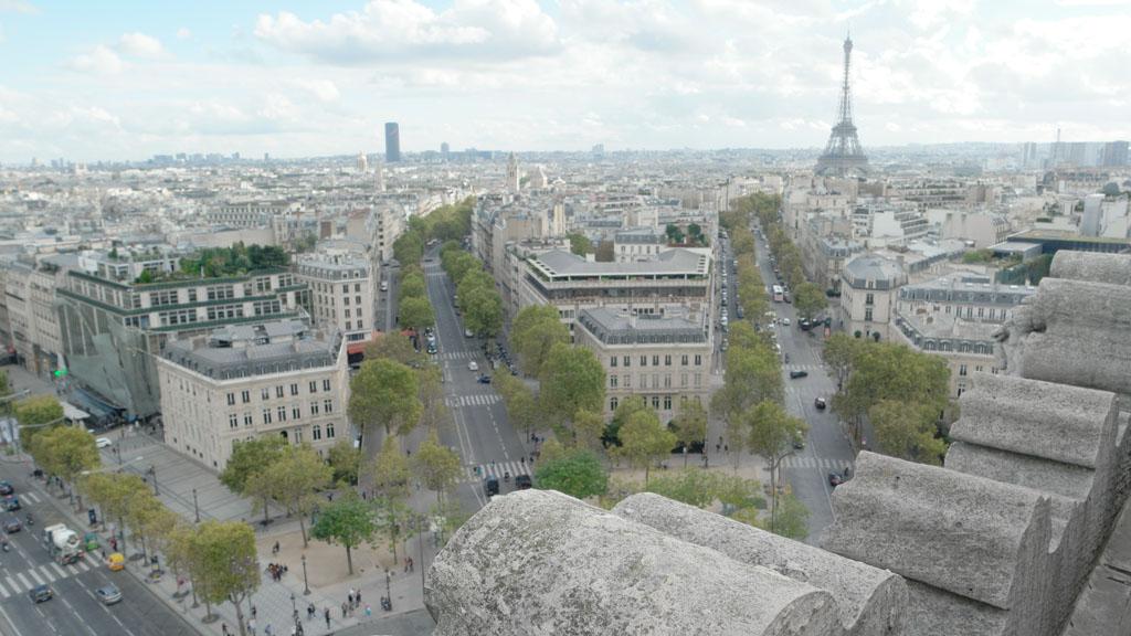Ook vanaf de Arc de Triomphe is er een mooi uitzicht over Parijs.