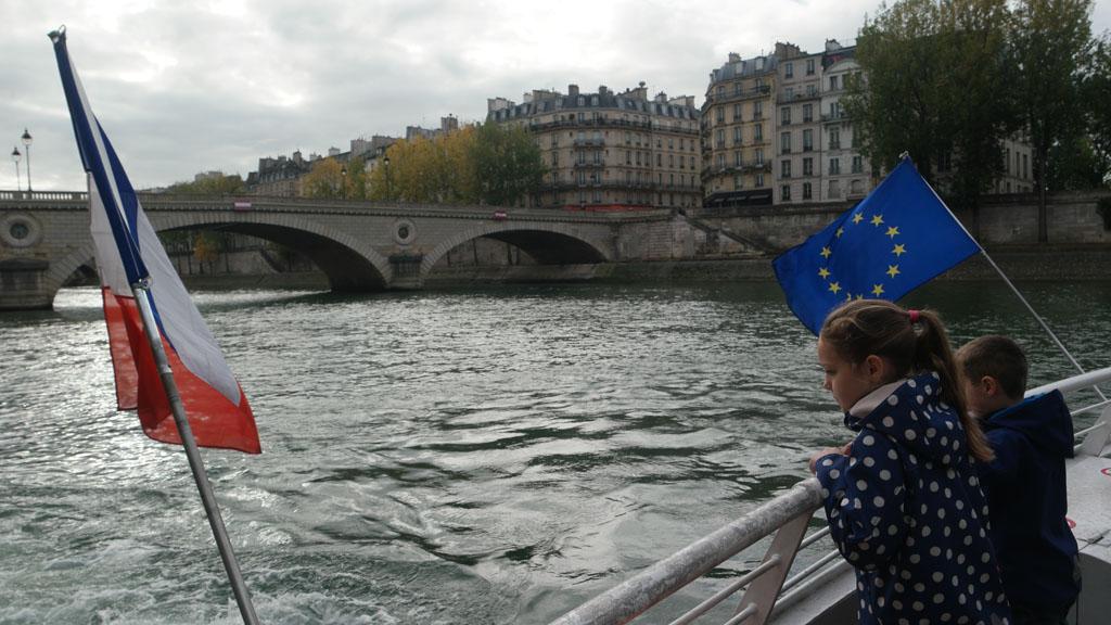 Parijs met kinderen bekijken is relaxed vanaf de boot.