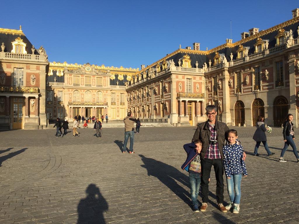 Voor het Paleis van Versailles.