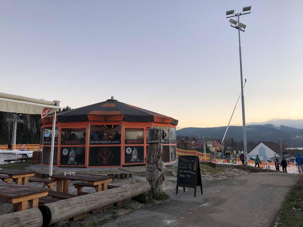Bovenaan Foxpark ligt een gezellig apresski hutje.
