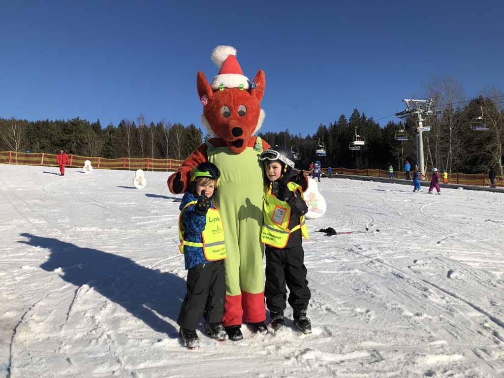 Als er een mascotte in de buurt komt, is 'ie van Jilles en Mats. High fives, Fox!