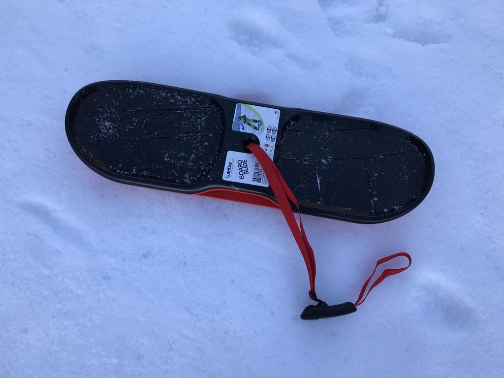 De Snow Skate Boardslide.