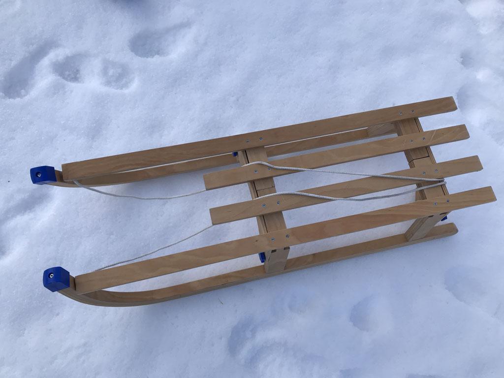 De houten opklapbare slee.