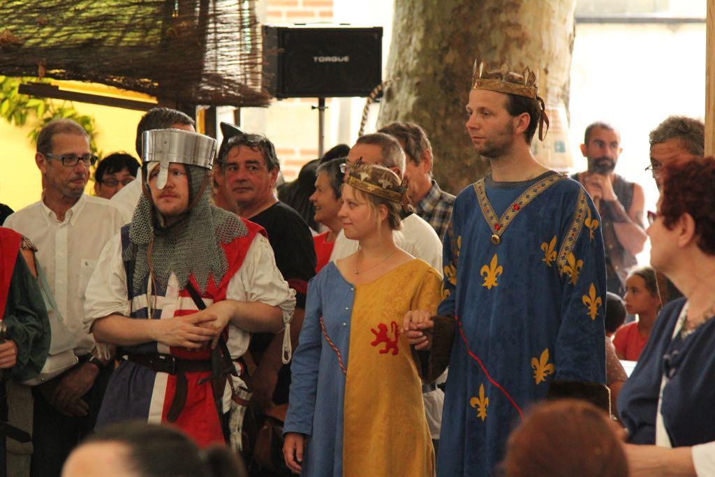 De koning en koningin van het festival worden gekozen.