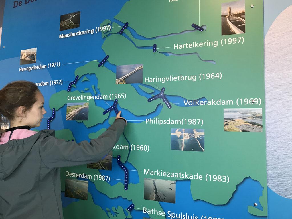 Ook het grotere geheel van de Deltawerken is te zien.