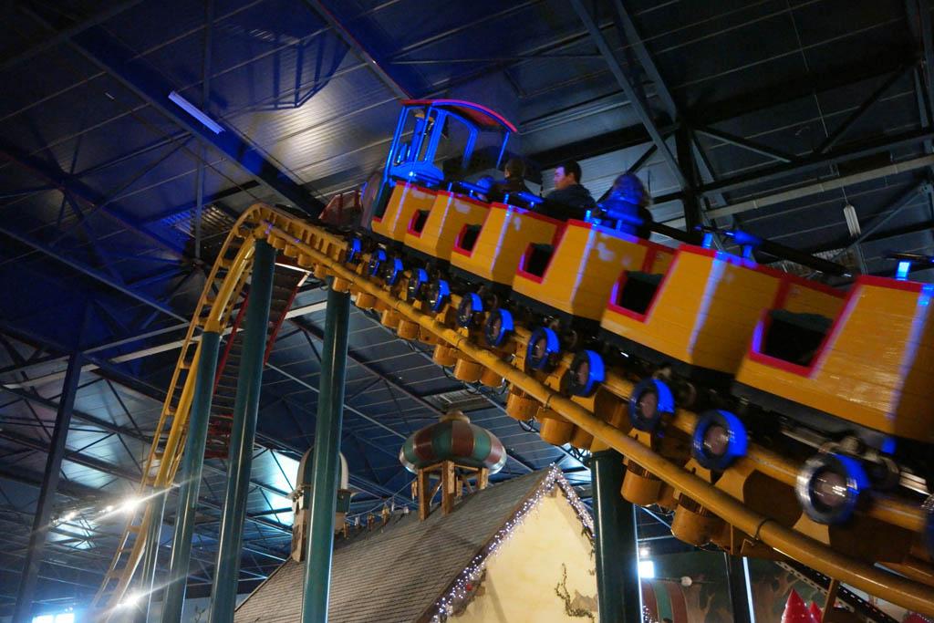 In Toverland is ook een spannende achtbaan voor grote peuters en kleuters.