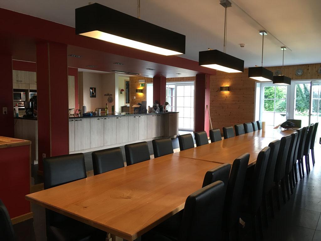 Vaak is het behelpen in de keuken van een groepsaccommodatie. In het vakantiehuis van Chateau de Froidcourt niet!