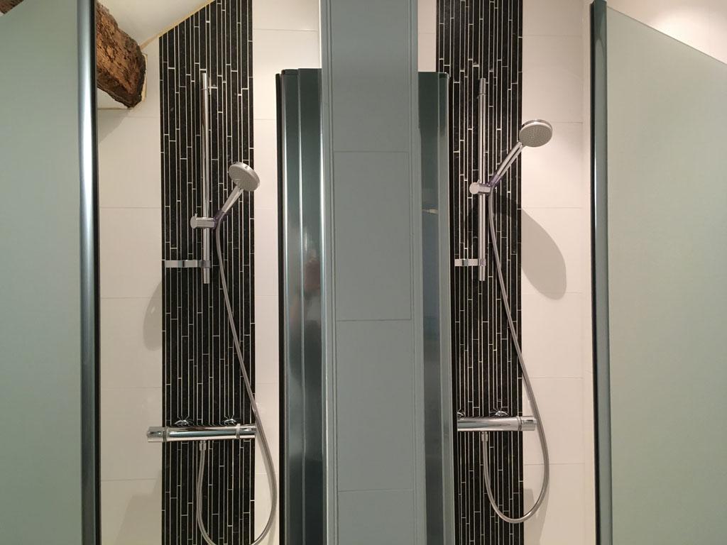 Hoe tof, als je tegelijk met een neefje of nichtje kunt douchen onder deze dubbele douche?!