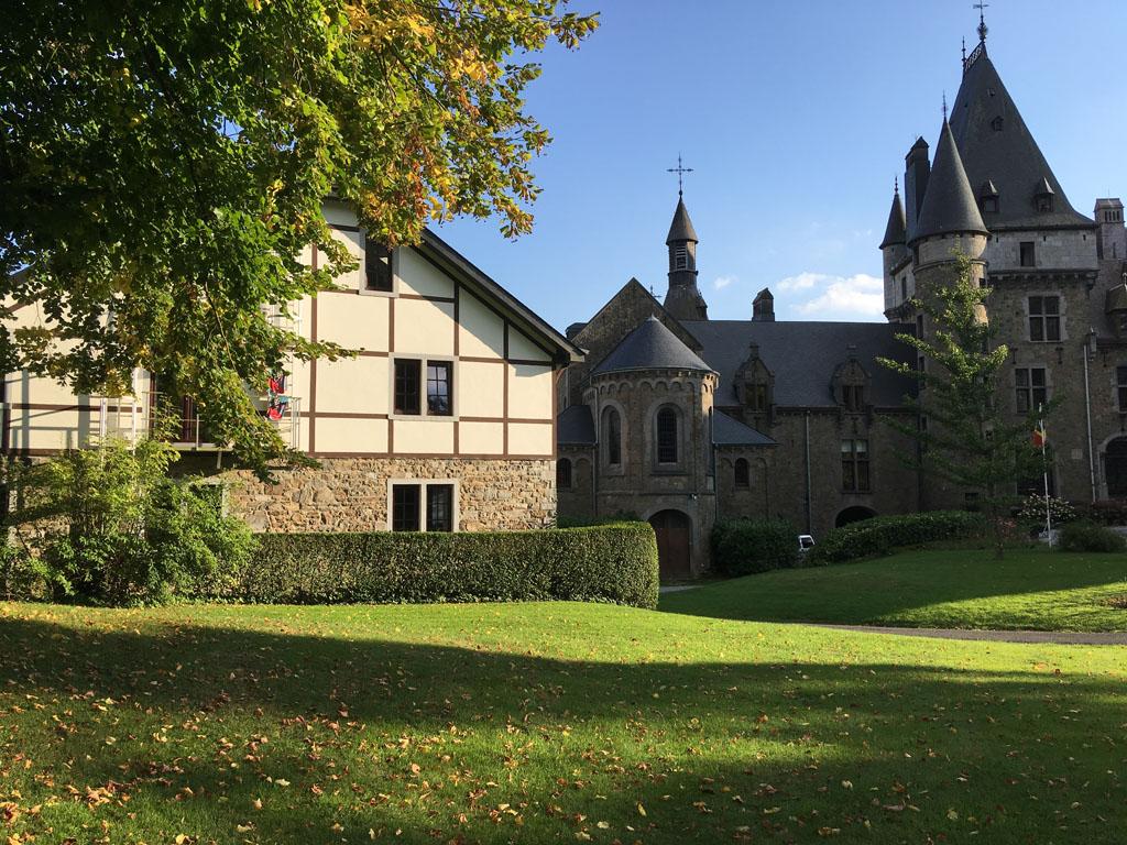 Dit mooie vakwerkhuis naast Chateau de Froidcourt is ons onderkomen dit weekend.