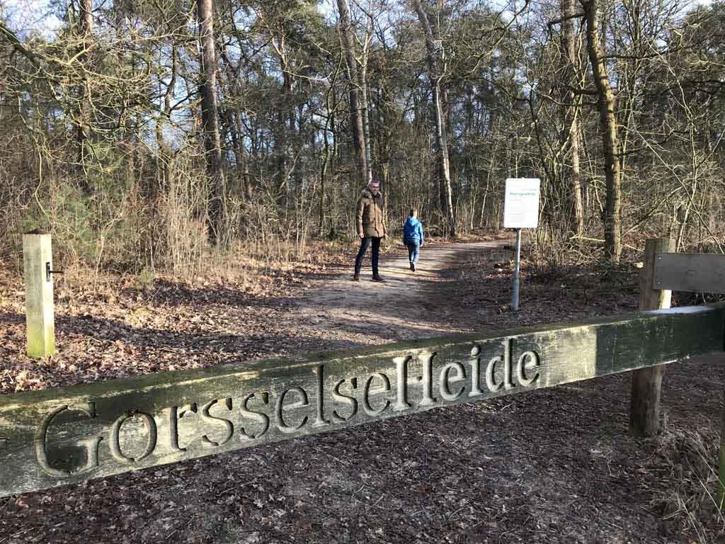 Hier gaan we het gebied van de Gorsselse Heide in.