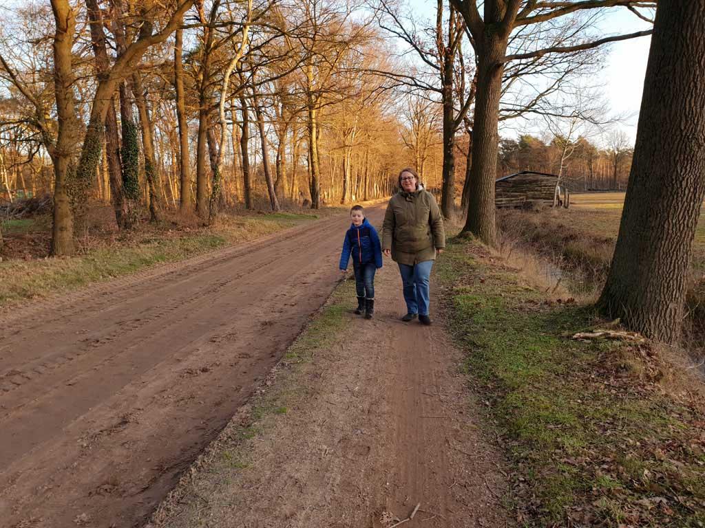Het laatste deel van de wandelroute is weer wat saai, alsmaar rechtdoor op de Deventerweg.
