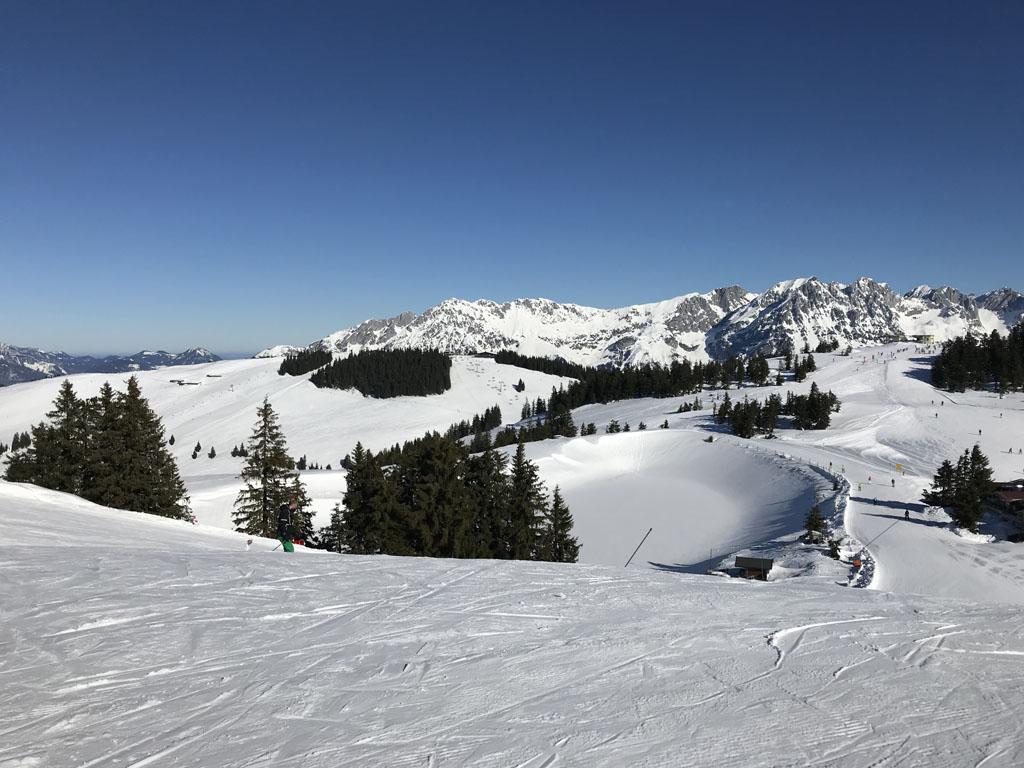 Skigebied Wilder Kaiser heeft mooie brede pistes en een mooie afwisseling qua natuur.