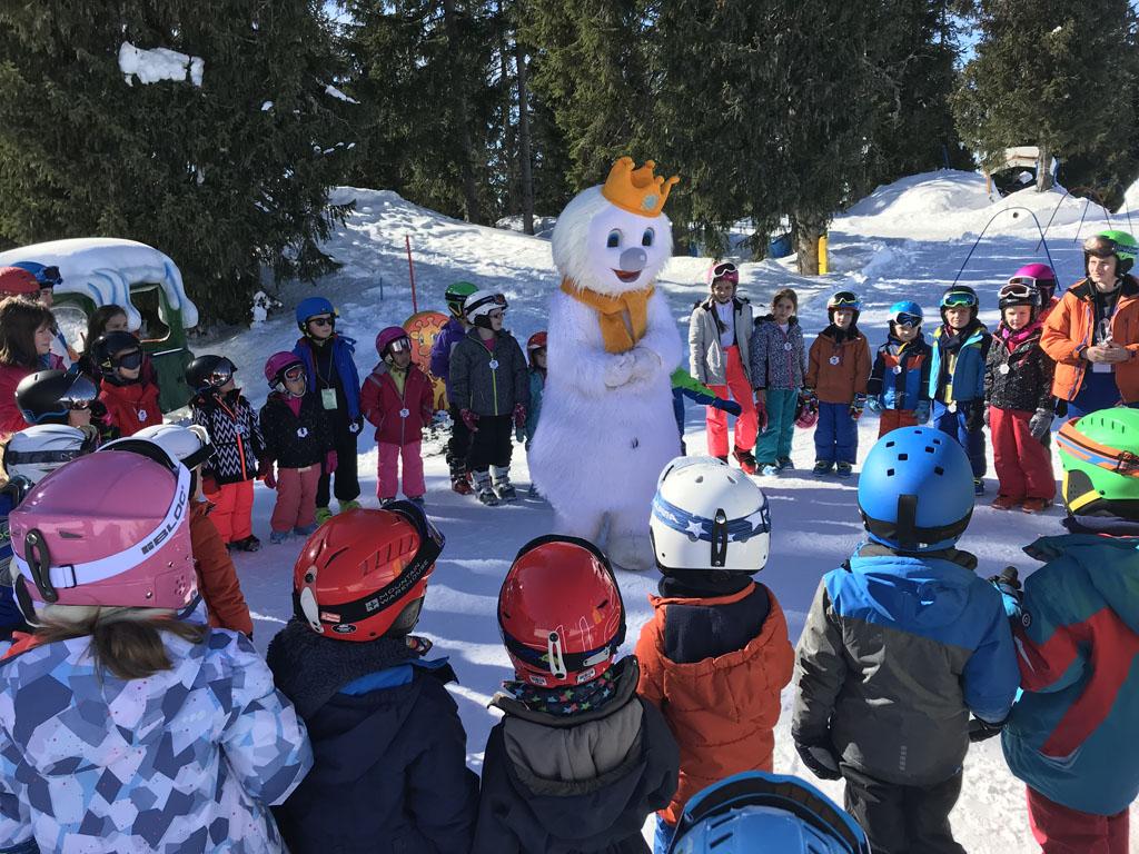 Op het einde van de skiles komt Snoki, de mascotte van KinderKaiserland.