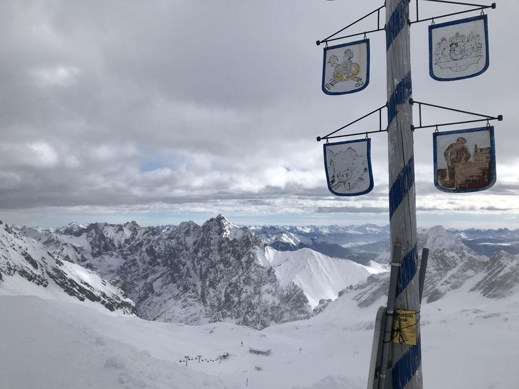 Op de gletsjer bij de Zugspitze heb ik dit mooie uitzicht.