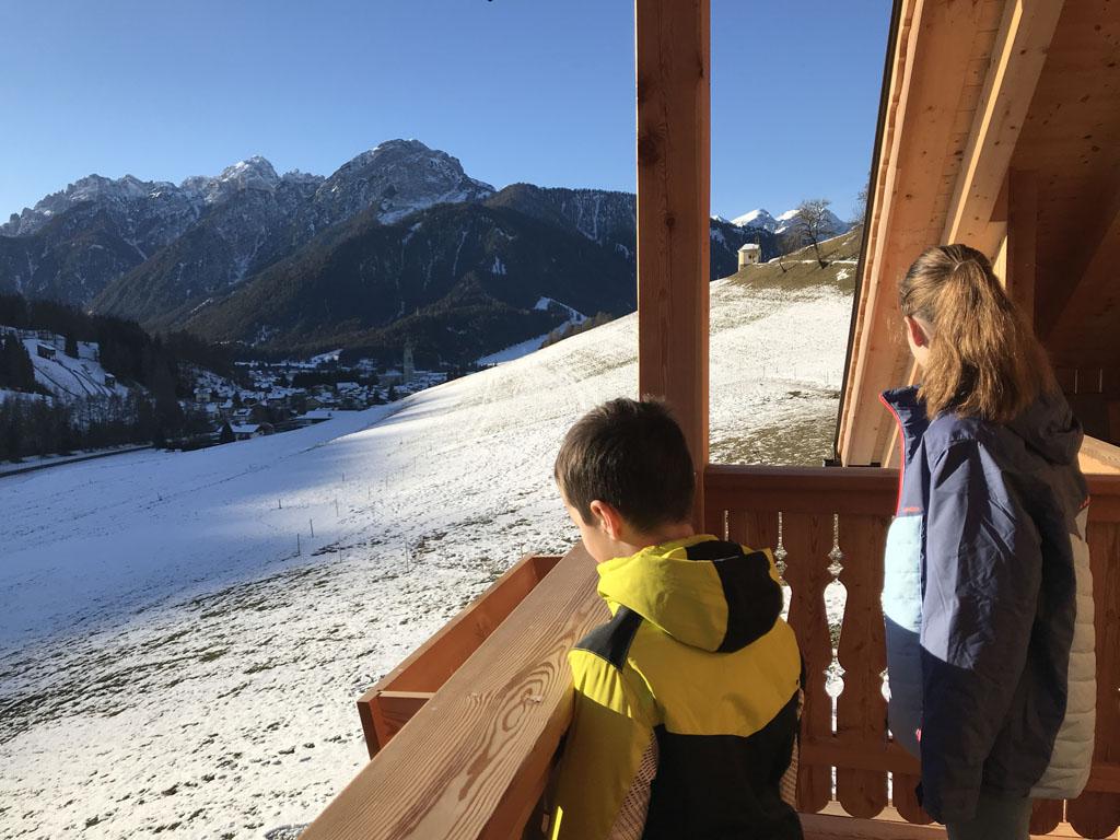 Ook vanuit deze agriturismo is er prachtig uitzicht op de bergen.