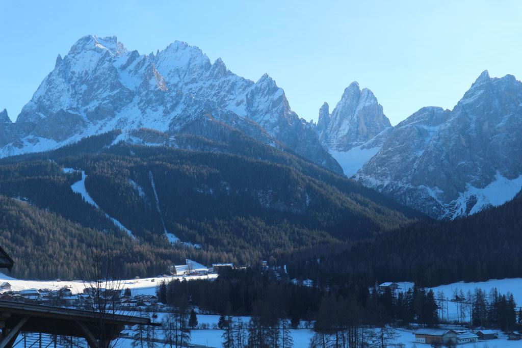 Uitzicht op de indrukwekkende bergen van de Dolomieten.