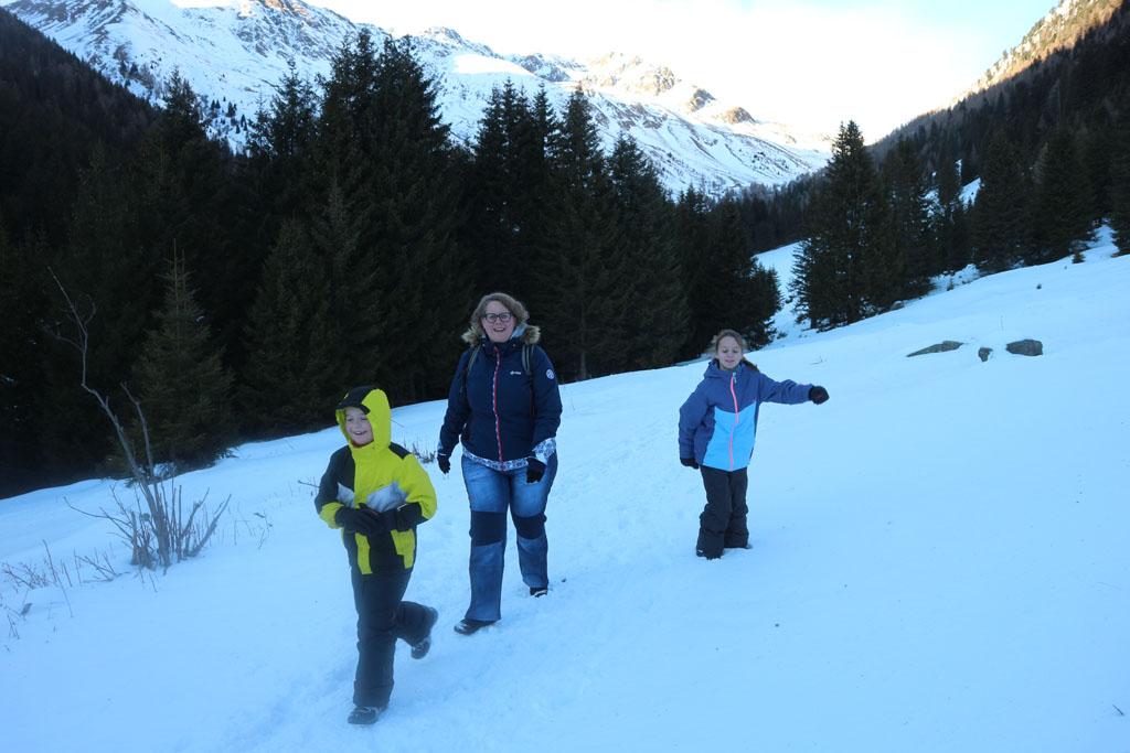 Heerlijk zo'n wandeling door de sneeuw.