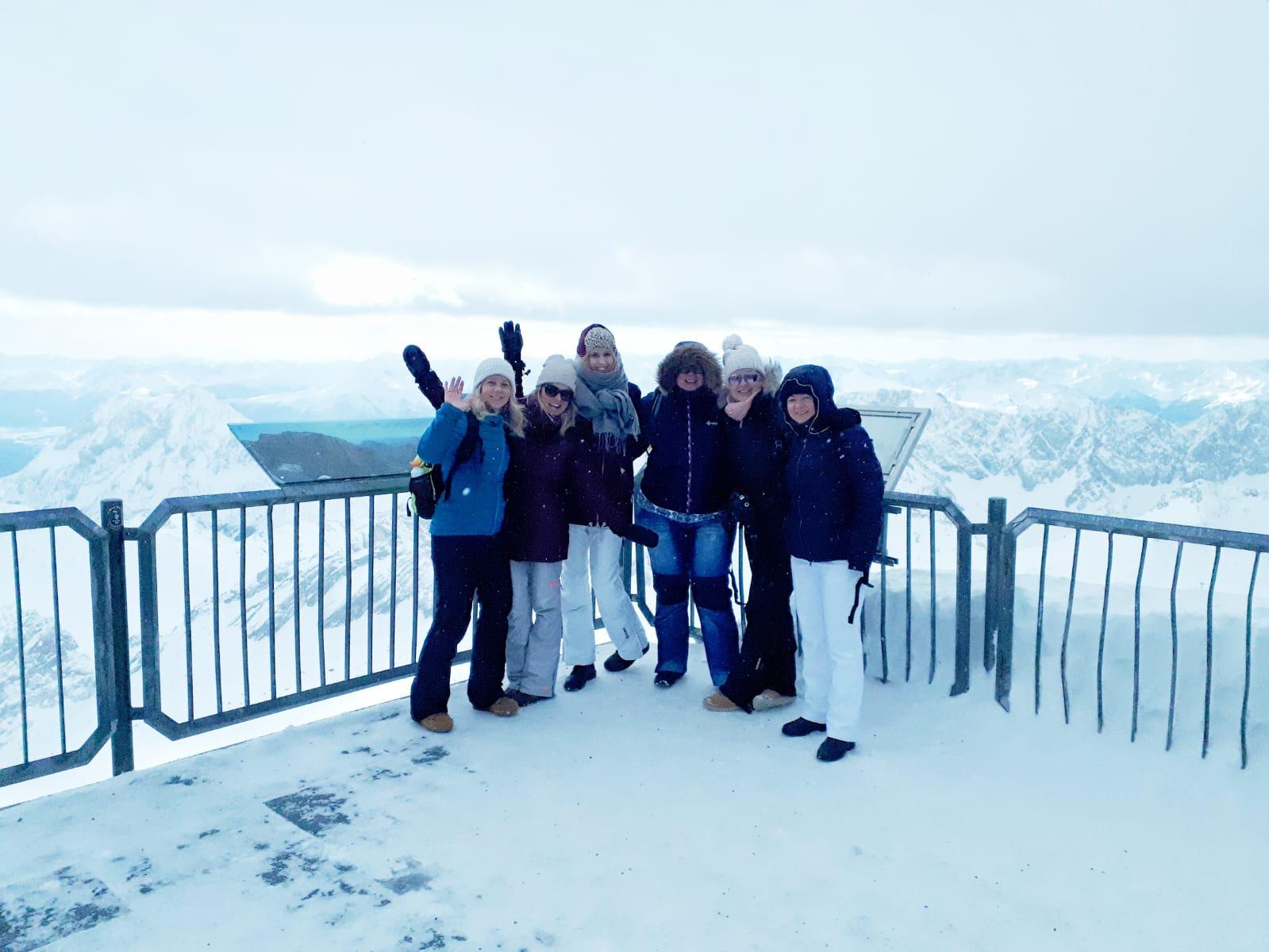 Alleen al voor het uitzicht vanaf de Zugspitze zou je een keer naar Gamisch-Partenkirchen moeten gaan.