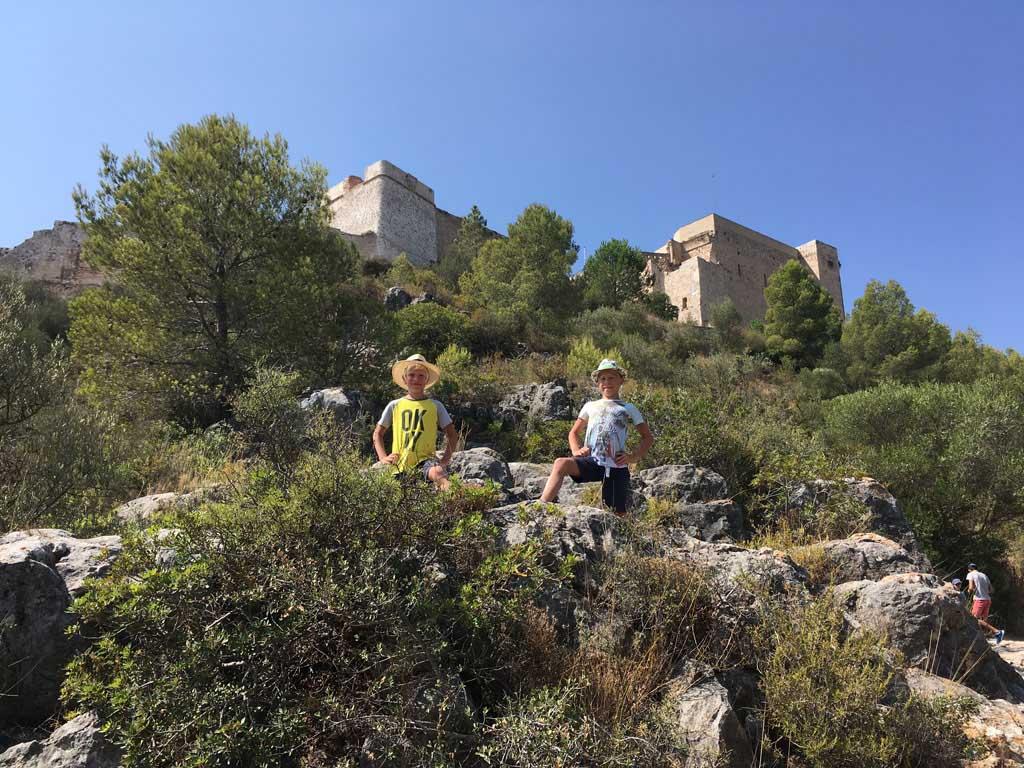 De klim naar het kasteel van Miravet.