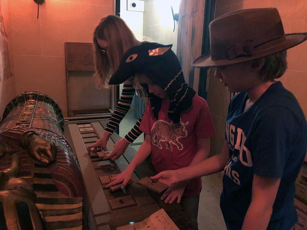 Snel puzzels oplossen bij de escaperooms van Centerparcs
