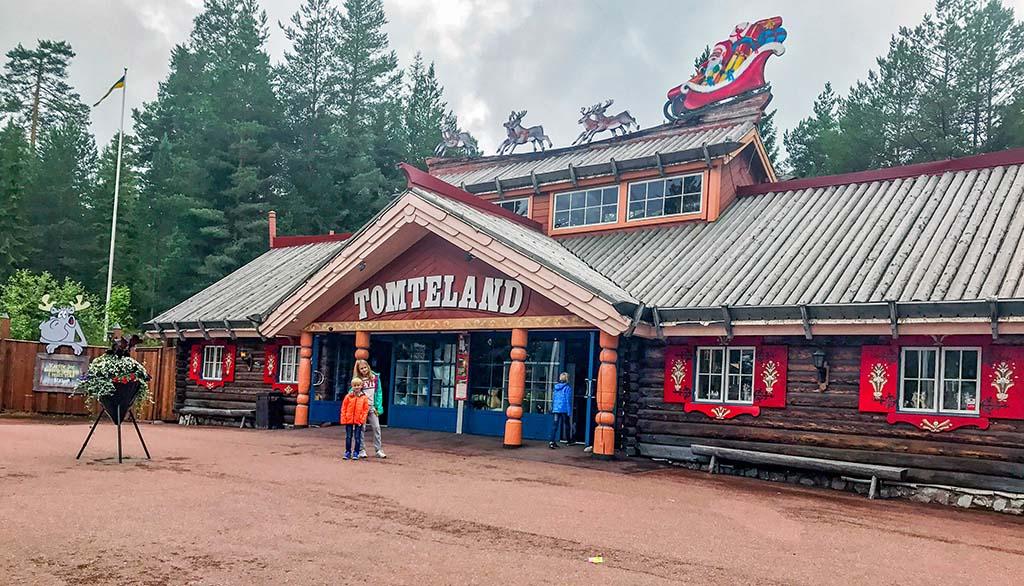 Ook leuk, in Dalarna kun je in Tomteland bij de kerstman op bezoek.