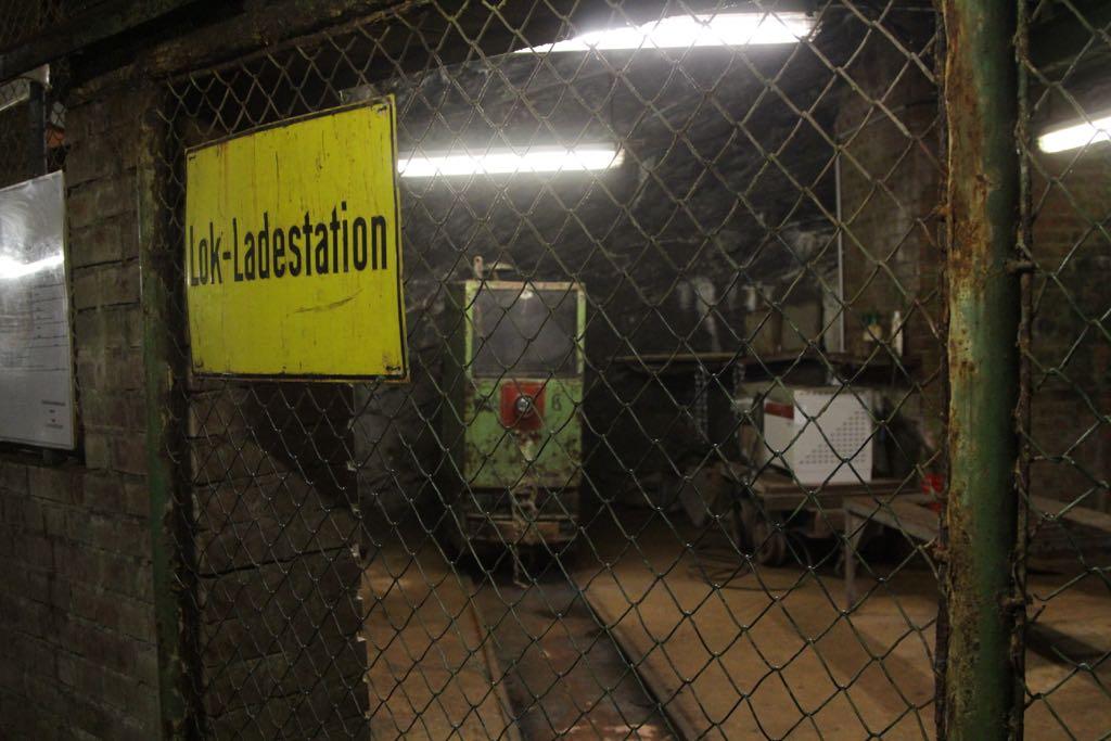 Het laadstation in het oude gedeelte van de mijn.