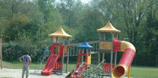 Een supertoffe speeltuin bij restaurant De Nieuwe Brug in Ommen.