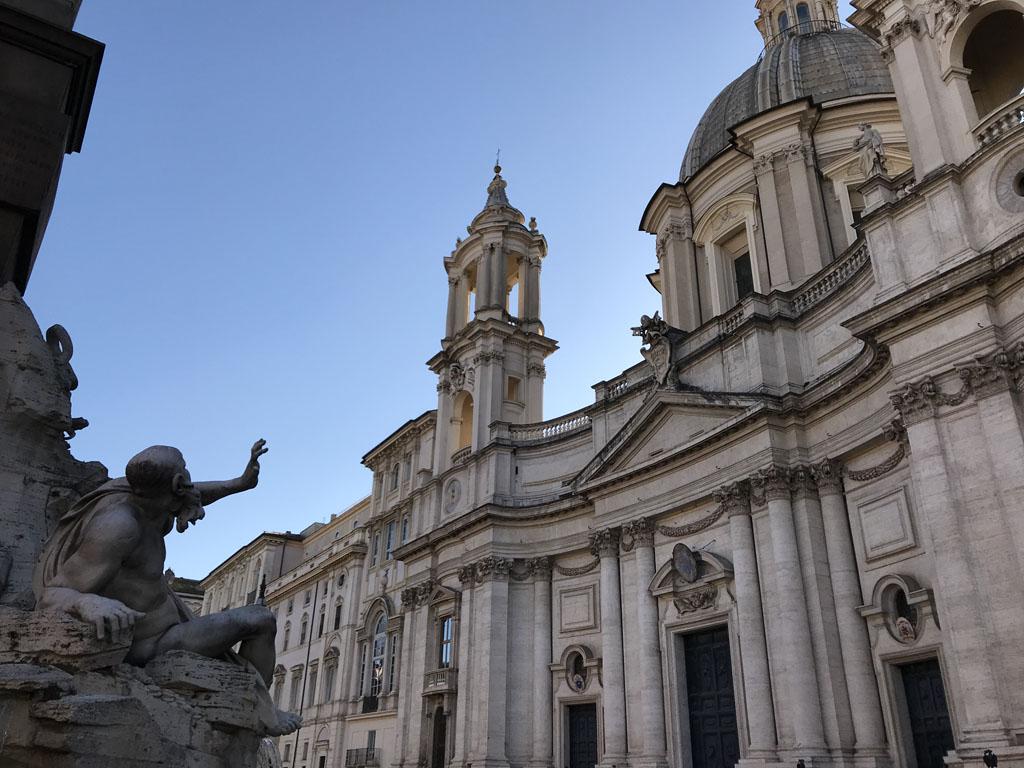 Een mooi verhaal op Piazza Navona over de fontein en de kerk.