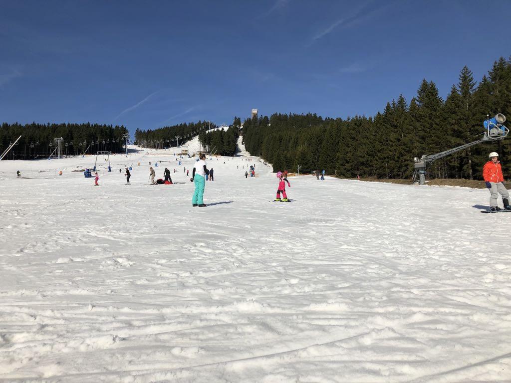 De glooiende pistes van skigebied Braunlage.