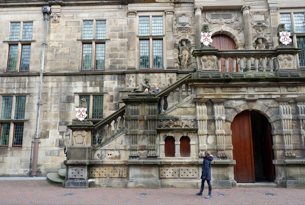 De Spionmissie in Leiden start bij het stadhuis aan de Breestraat