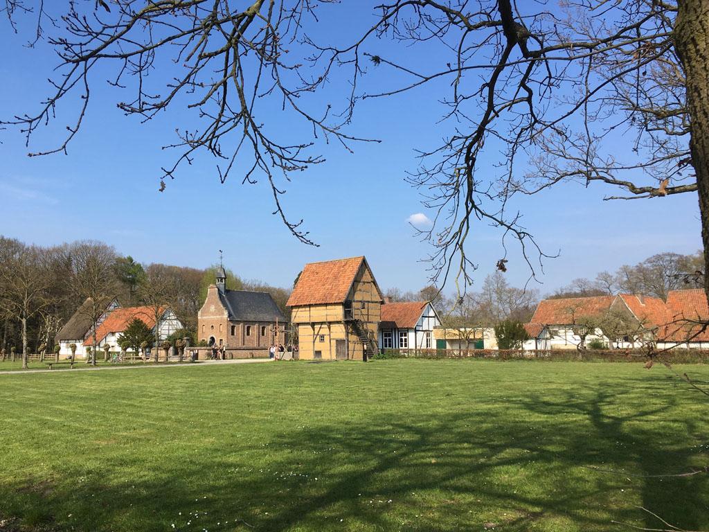 Van een afstandje zien we museumdeel Haspengouw.