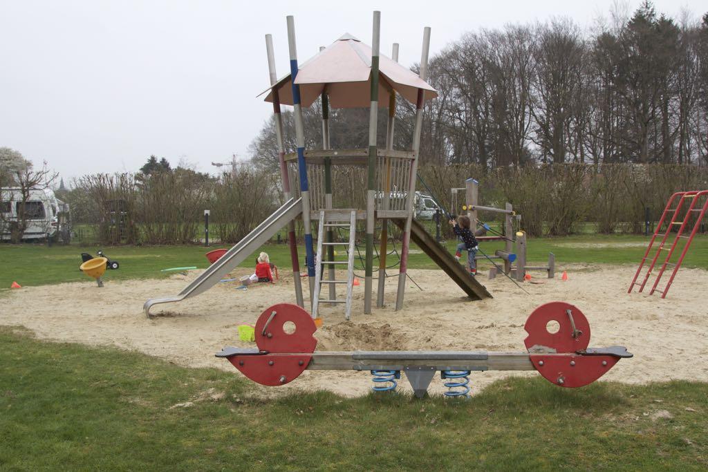 Een van de vele speeltuinen op camping De Koeksebelt.