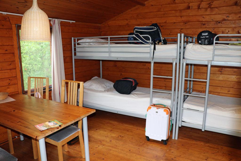 Zelfs een eethoek en 2 stapelbedden Slapen-in-een-Trekkershut-8