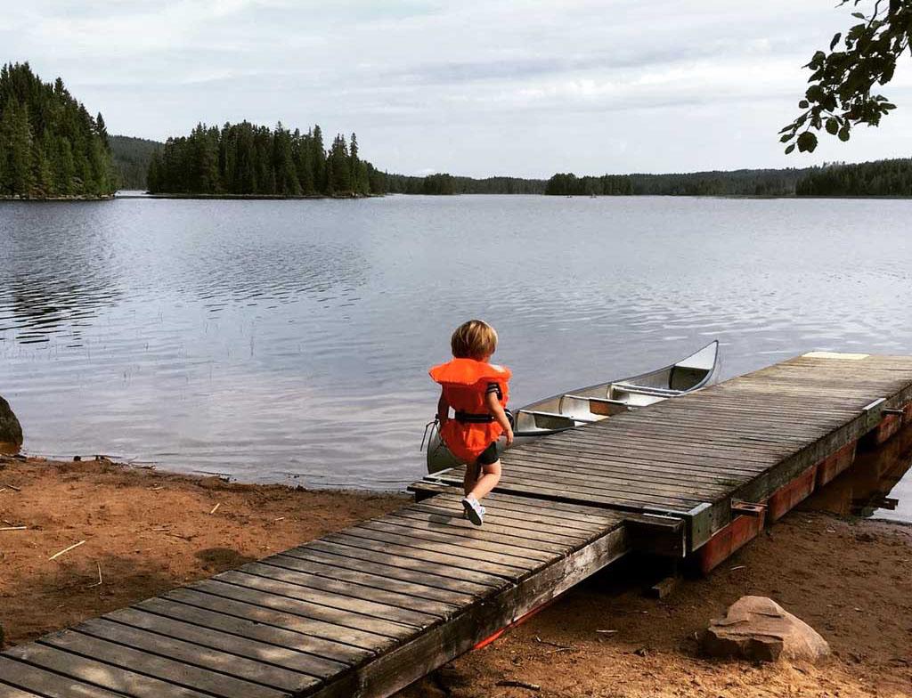 Zwemmen en kanoën in 1 van de vele Zweedse meren bij Säfsen