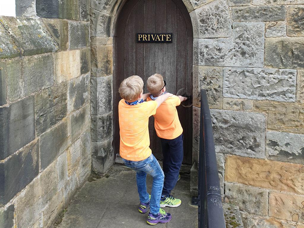 Misschien zit er wel een tovenaar achter deze deur!