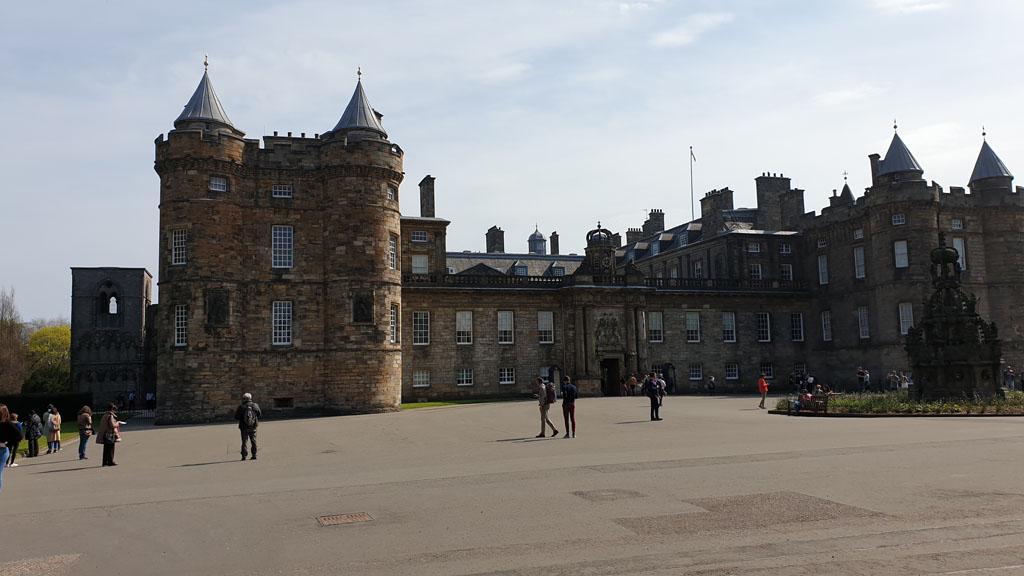 De voorkant van het paleis.
