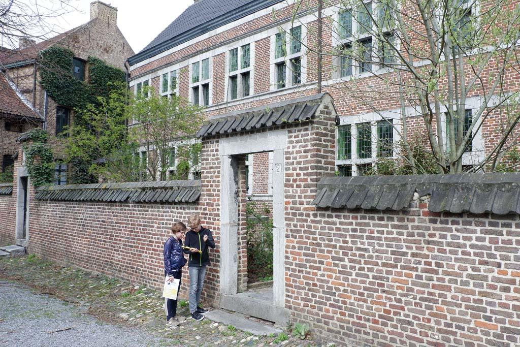 We luisteren naar oude verhalen op het Begijnhof aan de Bonnefantenstraat