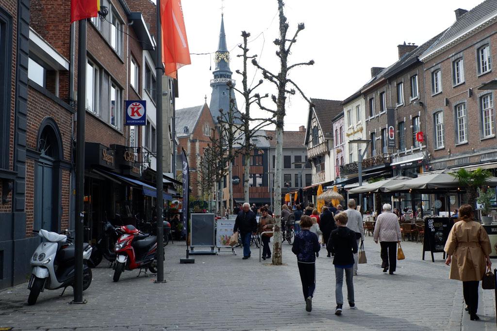 Al wandelend lopen we terug richting Zuivelmarkt en Botermarkt