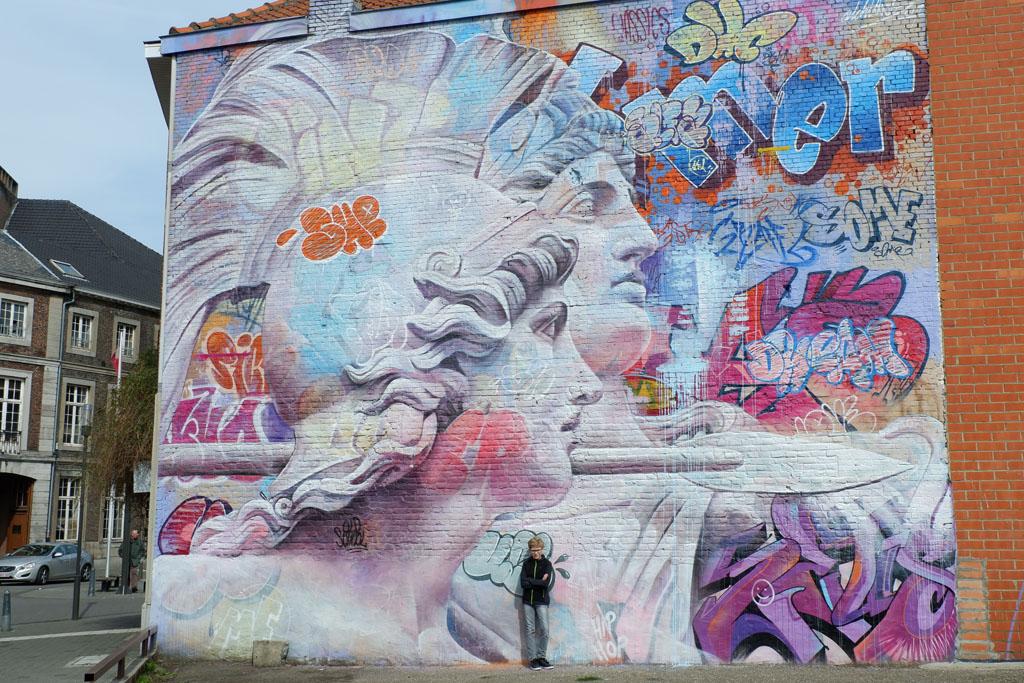 Wij zijn street art-lovers en genieten het meest van grote kunstwerken, zoals hier in de Capucienenstraat